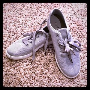 BNWT gray boutique tennis shoes size 7' - ANINA